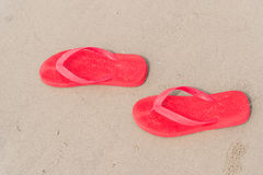 Sandali rossi sulla spiaggia Fotografia Stock