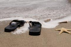 Sandali sulla spiaggia Fotografie Stock