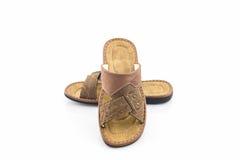 Sandalias de los hombres o zapatos de cuero marrones de la chancleta Fotos de archivo libres de regalías