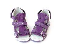 Sandalias de los niños púrpuras Imágenes de archivo libres de regalías