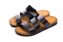 Sandalias para hombre del cuero del verano aisladas en el fondo blanco imagen de archivo libre de regalías