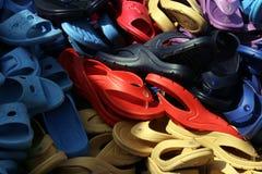 Sandalias plásticas fotos de archivo
