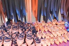 Sandalias y correas de cuero Fotos de archivo libres de regalías