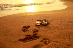 Sandalo sulla spiaggia piacevole Fotografia Stock