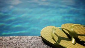 Sandals door pool, sluit omhoog stock video