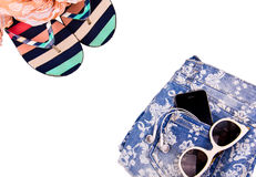 sandals för sand för omslag för påsestrand inställda uppblåsbara Arkivfoto