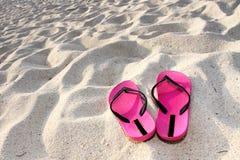 Sandals op het strand Stock Fotografie
