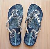 Sandals van het strand geplaatst die op een witte achtergrond wordt geïsoleerde Royalty-vrije Stock Afbeelding
