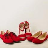 Sandals van vrouwen` s schoenen, balletvlakten, oxfords rode kleur royalty-vrije stock fotografie