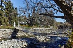SANDANSKI, ΒΟΥΛΓΑΡΙΑ - 4 ΑΠΡΙΛΊΟΥ 2018: Ποταμός Bistritsa Sandanska που περνά μέσω της πόλης Sandanski Στοκ Φωτογραφίες