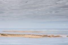 Sandbank im Abstand Lizenzfreies Stockfoto