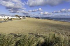 Sandbanken setzen auf den Strand und bewegen Poole Dorset England Großbritannien wellenartig Stockfotografie