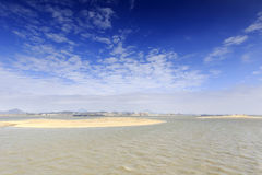 Sandbar na morzu Zdjęcie Stock