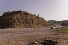 Sandberg Ural landskap medf8ort öknen like royaltyfria foton