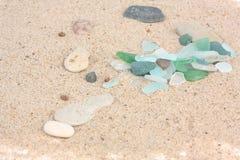Sandbeschaffenheit mit Glas Stockfoto