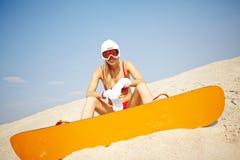 Sandboarder w bikini Zdjęcie Stock