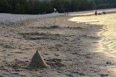 Sandburg auf dem Strand Stockfotos