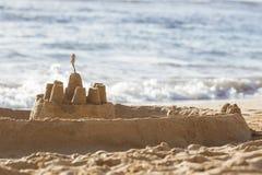 Sandburg auf Strand stockfoto
