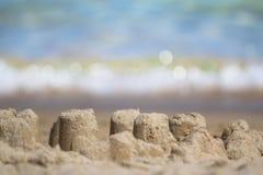 Sandcastle на песчаном пляже Стоковая Фотография