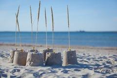 Sandcastle на солнечный день. Стоковые Фотографии RF