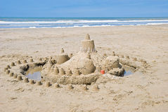 Sandcastle auf dem Strand Stockfotografie