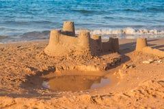 Sandcastle - pojęcie robić save budynkowi obrazy royalty free
