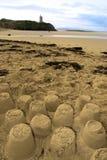 Sandcastles e penhascos velhos do castelo Fotografia de Stock