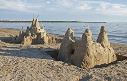 Sandcastles sulla spiaggia immagini stock libere da diritti