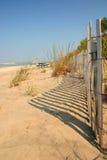 Sanddüne und Zaun stockbild
