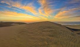 Sanddünen in berühmtem natürlichem Maspalomas-Strand Gran Canaria Badekurort stockfotos