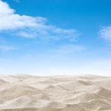 Sanddyn och himmel arkivbild