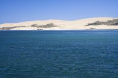 Sanddyn på den Hokianga hamnen Royaltyfria Bilder