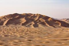 Sanddyn på Sunset#8: Rub Al Khali - Mång--dyn Arkivfoton