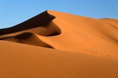 Sanddyner i den Sahara öknen Royaltyfri Bild