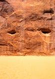 Sande mit Steingebirgsbeschaffenheitshintergrund Stockbild