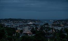 Sandefjord bis zum Nacht lizenzfreie stockbilder