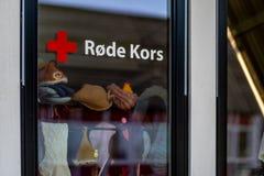 Sandefjord, Vestfold, het rode kruis van Noorwegen - brengt 2019 in de war: Klaroen hotell door Keushotels royalty-vrije stock foto's