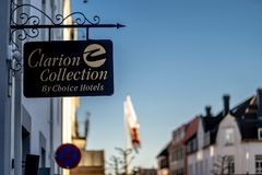 Sandefjord, Vestfold, Norway - mars 2019: Clarion hotel Choice hotels sign stock photo