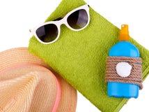 Sandelholze, Beutel, aufblasbare Jacke auf Sand Lizenzfreie Stockbilder