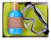 Sandelholze, Beutel, aufblasbare Jacke auf Sand Lizenzfreies Stockbild