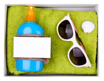 Sandelholze, Beutel, aufblasbare Jacke auf Sand Stockfoto
