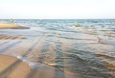 Sanden, havet, himlen Royaltyfri Foto