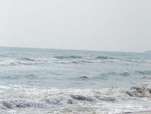 Sander, strand och varm sol royaltyfri bild