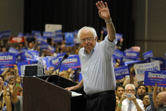 Sanders της Bernie μιλούν στην προεδρική συνάθροιση, Μοντέστο, ασβέστιο Στοκ Φωτογραφίες