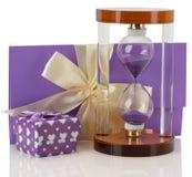 Sandglass при поздравительная открытка изолированная на белой предпосылке Стоковое фото RF