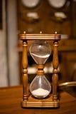 Sandglass de madeira do vintage fotos de stock