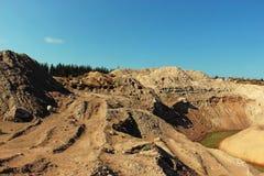 Sandhügel im Sandsteinbruch lizenzfreies stockfoto