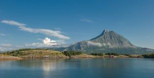 Sandhornoya wyspa i góra, Bodo, Norwegia Zdjęcia Royalty Free