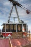 Sandia alza la gondola verticalmente della linea tranviaria nella stazione della sommità Fotografie Stock Libere da Diritti