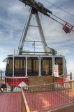 Sandia font une pointe la gondole de tramway dans la station de sommet Photos libres de droits